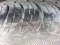 凯越前右轮胎裂缝,是否该换?