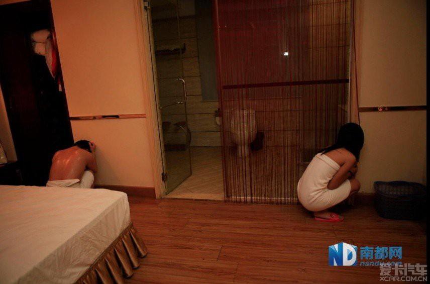 东莞扫黄抓现场视频_> 东莞扫黄现场,百名未成年少年被捕!
