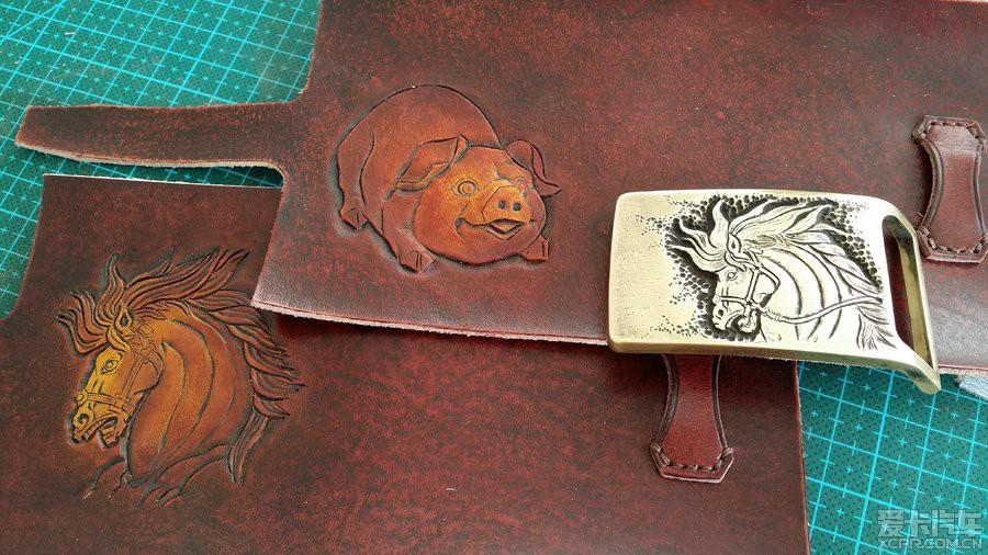 先看看大师手头的活儿吧,皮雕技术是国内顶尖的.