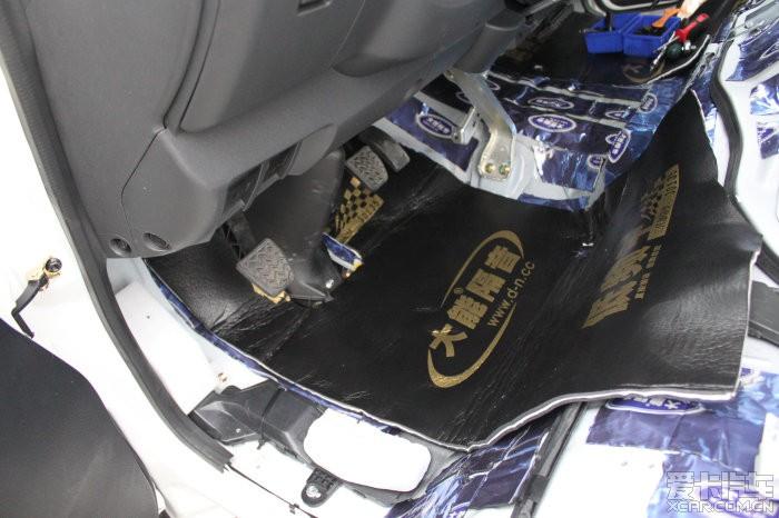 发动机座位和挡火墙下部位用蓝金刚加低频王,面包车的发动机就在驾驶