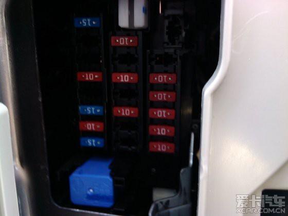 骐达2011款手动舒适点烟器保险盒换保险丝?