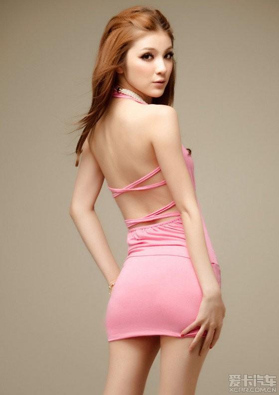 粉色紧身裙美女