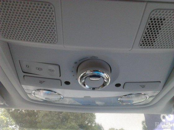 前部顶棚的组合开关,灯光控制按钮