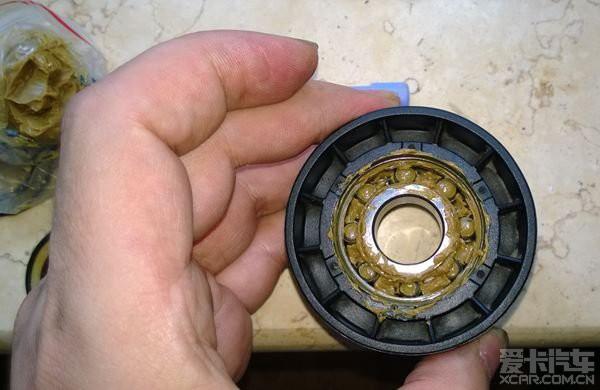 6大嘴307发电机皮带涨紧轮异响,diy轴承维护作业.