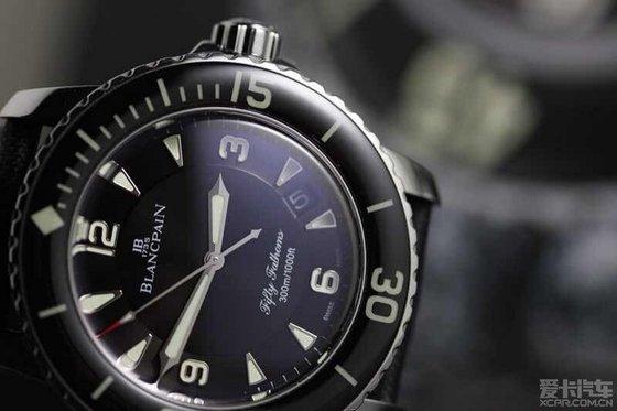 微信头像 黑白 西装手表