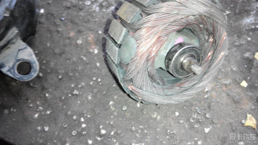 > 冷却风扇清理电机更换轴承作业
