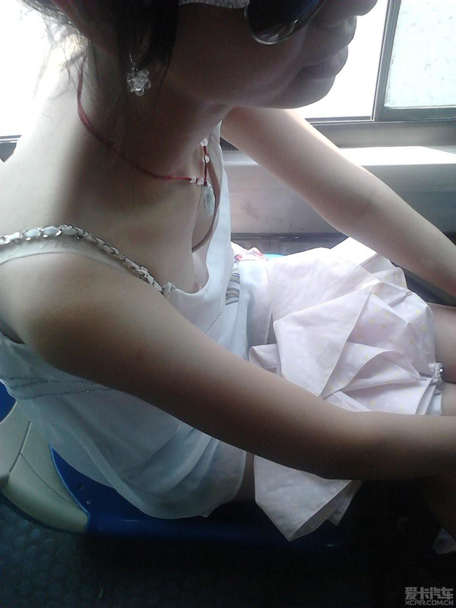 偷拍美女护士教病人做爱视频_> 偷拍公交车上墨镜白衣mm
