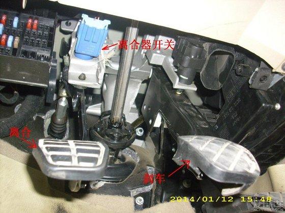 请问普桑的离合器开关安装在什么位置