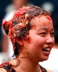 北京首届西红柿大战上演湿身狂欢