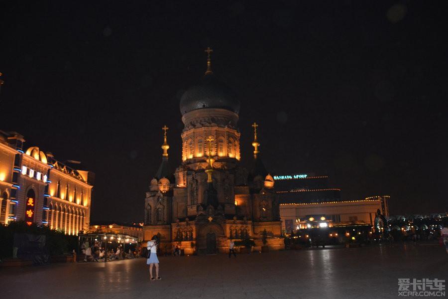 从成都到武汉旅游,再由武汉到哈尔滨与她妈妈会合,和我们一样去海拉尔