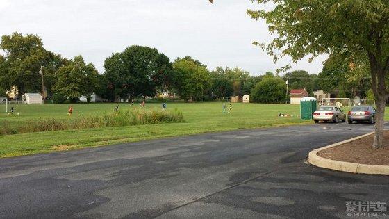 社区足球场,篮球场
