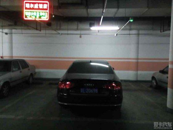 北京西站地下停车场的奥迪