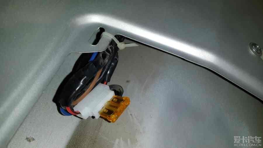 07年捷达伙伴实现后备箱电动开启 加装室内灯图片