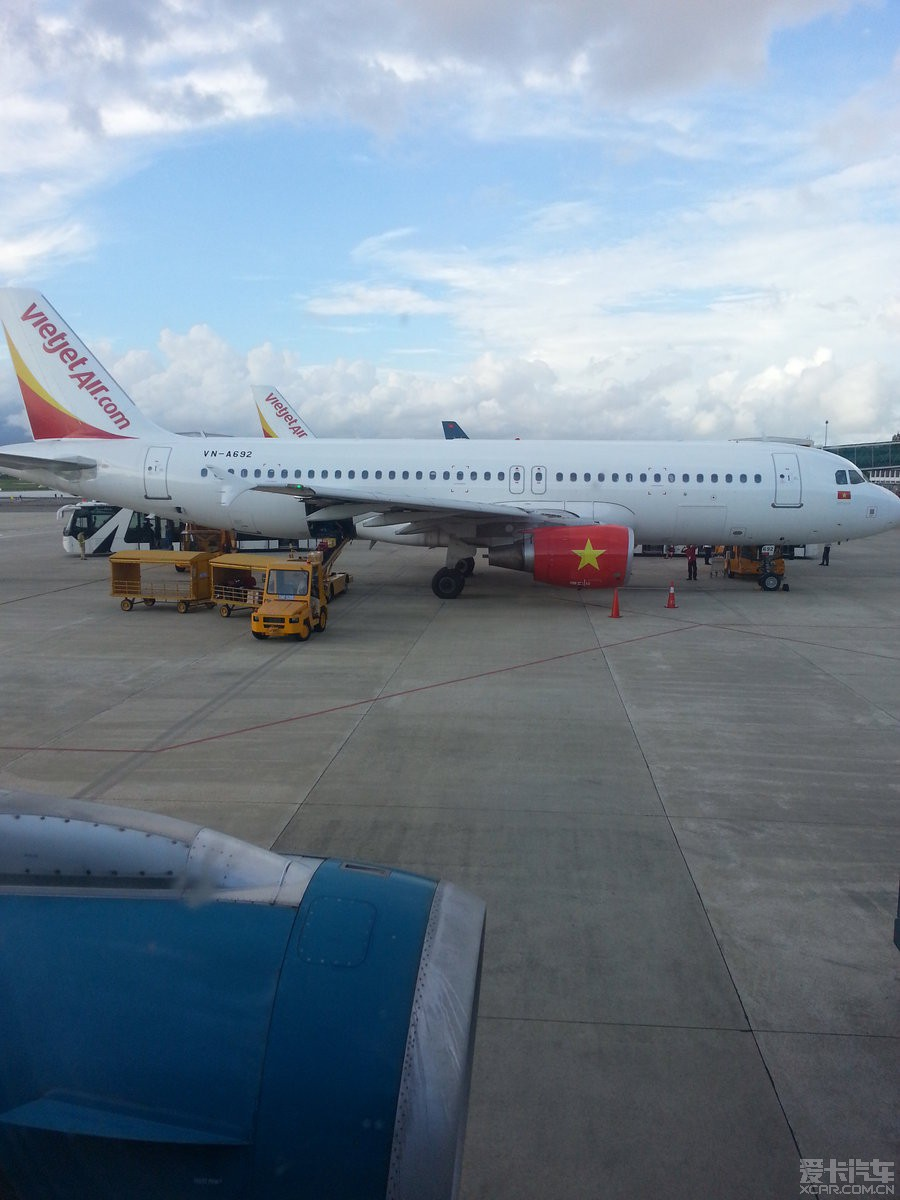坐的海外旅游公司包机国内直达越南,历经四个小时到达岘港机场.