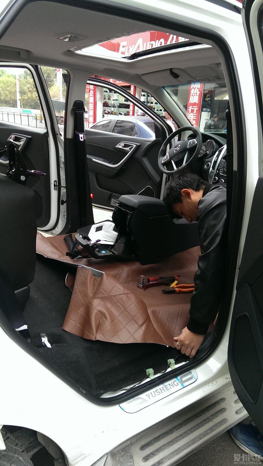 底盘装甲 行李架灯光各种改装走起 高清图片