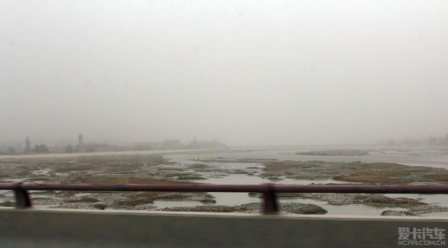 流入塔里木盆地后,与喀拉喀什河汇合成513公里