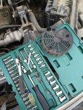 电压峰值接近15v电瓶溢液:换电瓶换58元的发动机调节器作业