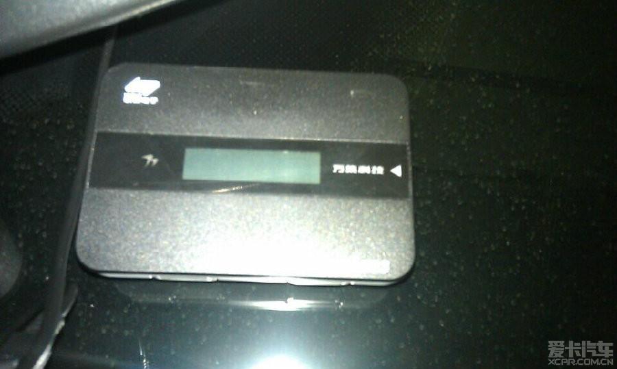电子标签机器本身带一个太阳能充电板。记得之前深分的咔咔兄说可以接有线USB充电的,今天办电子标签+粤通卡时问了,工作人员确认是不可以的,电子标签也没标配充电器(盒子都没给我)。 究竟是怎么回事? 如果不能充电,如果车子停在地下车库半个月,会不会就没电了? 问了网点的人,他们说出现这种情况得专门跑营业点去折腾.
