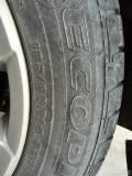普利斯通轮胎有很多微细裂纹