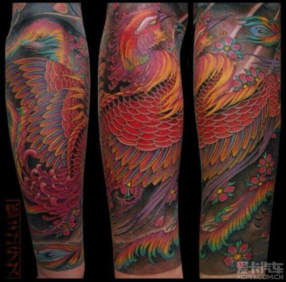 刺青基础上发展而来,采取电动纹身机,专门的色料,颜色丰富,图案也比较