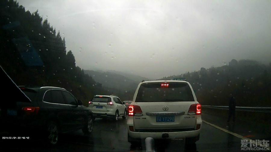 7日G75兰海高速车祸及个别车辆占用应急车道的行为