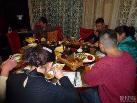 一年一度元宵节,家人相聚乐融融