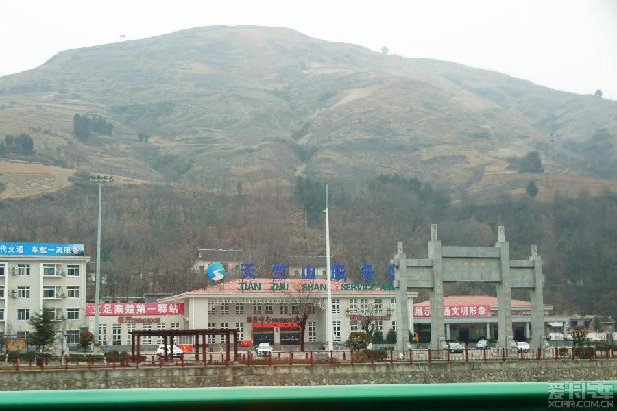 路过天竺山服务区,这附近有个风景不错的天竺山景区,是西安人很喜欢