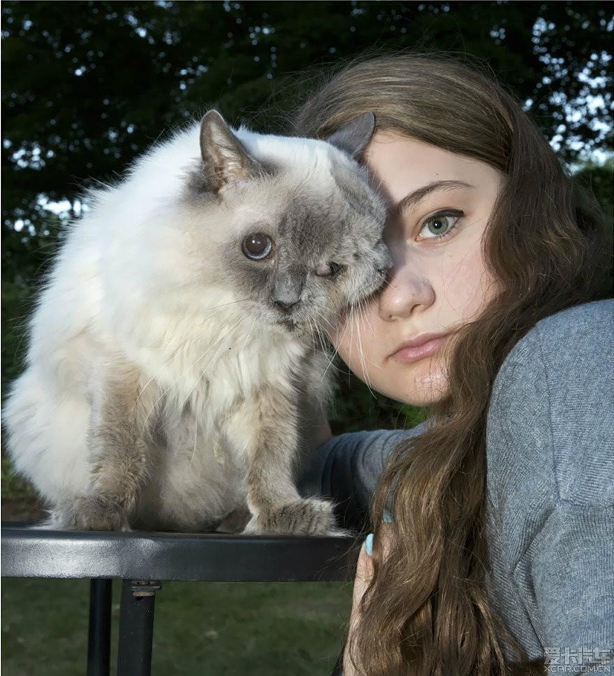 > 艾米莉亚和动物,奇幻色彩的现实主义照片