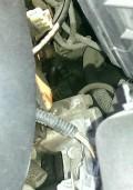 这个地方总是湿的,是凸轮轴传感器漏油还是气门室盖漏油?