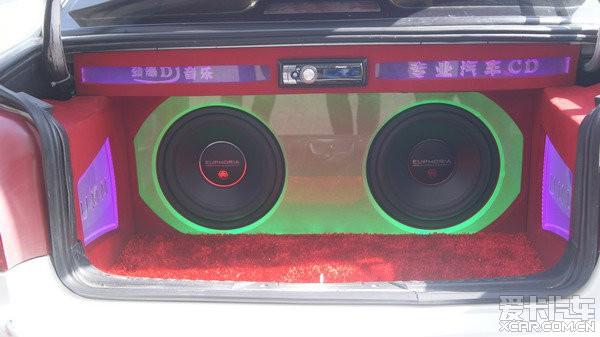 新疆汽车音响改装 彩声·爱丽舍尾箱盖倒模改装 尾箱工艺造型