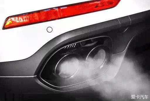 汽车排气管冒白烟怎么回事高清图片