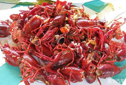 另外,经过洗虾粉清洗后的小龙虾,看起来有气无力,很短时间内就会死亡.