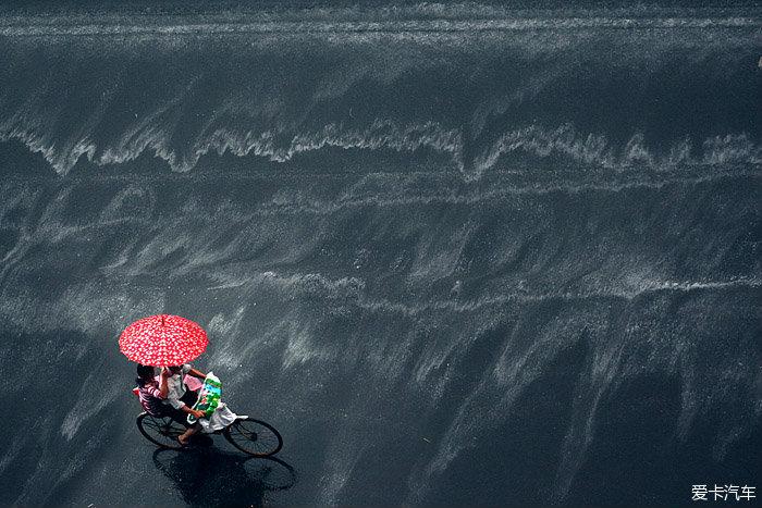 伞下的世界 在雨天拍下不一样的美妙光景_马自