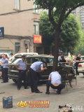 成都男子街头喝茶时头部遭枪击