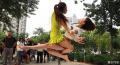钢管舞女郎_钢管舞女郎北京街头热舞