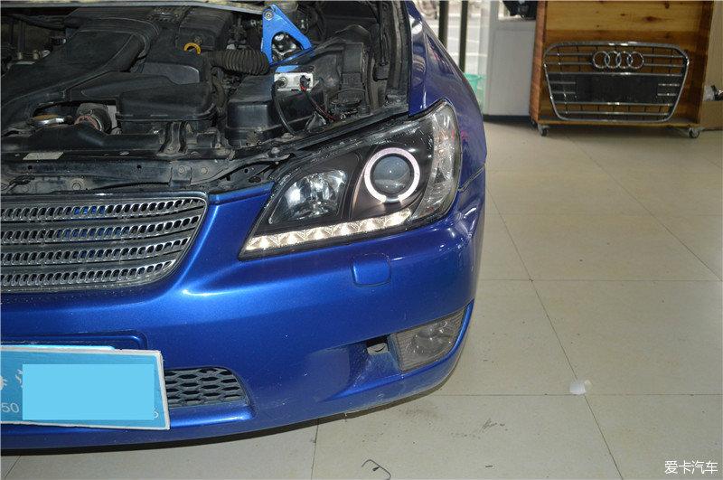 福州汽车改灯雷克萨斯 IS200大灯 改装氙气灯透高清图片