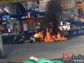男子骑无牌摩托违法被拦点燃油箱引发爆炸逃脱