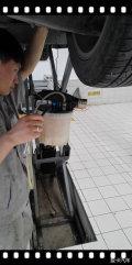 在发个换变速箱油,刹车油的作业。