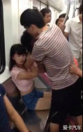 武汉地铁两女子为抢座开撕一女孩险被扒掉内衣