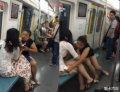 继武汉斯X大战之后,北京地铁4号线再次上演撕X大战,战个不停