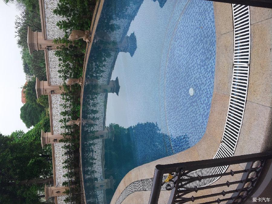 某小区别墅户外泳池及景观鱼池设计