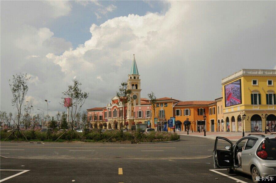 哈市的江北的枫叶小镇的奥特莱斯高清图片