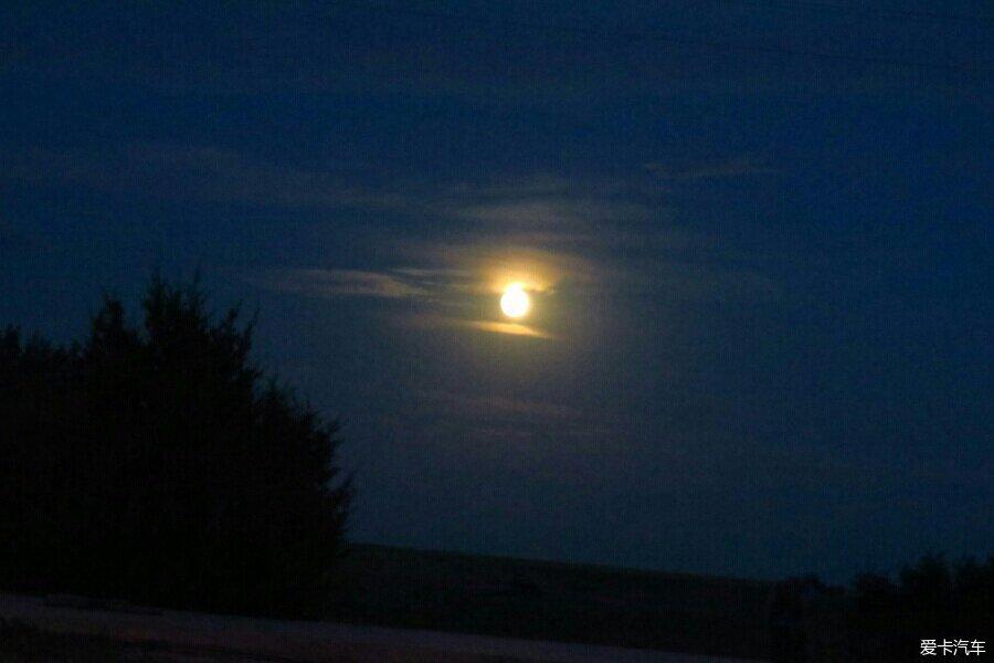 > 幸运拍到红色圆月亮!中秋快乐!