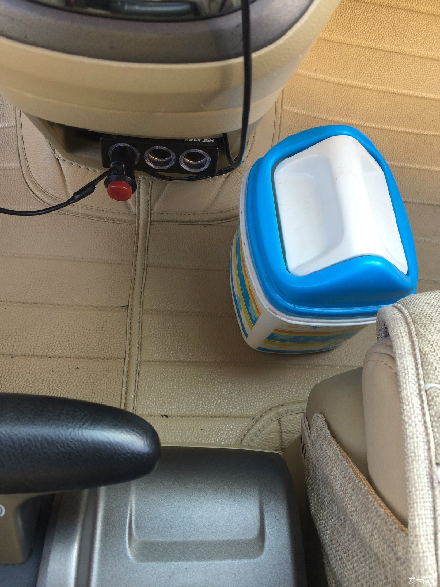 拒绝车窗抛物,打造车载垃圾桶.
