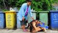 泰国17岁少女选美夺冠跪谢拾荒母亲