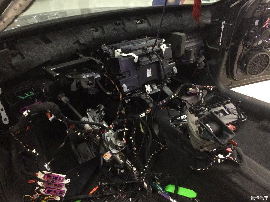 原车的空调蒸发箱拆下来了-独一无二奥迪A6L改四驱空调高配座椅高清图片