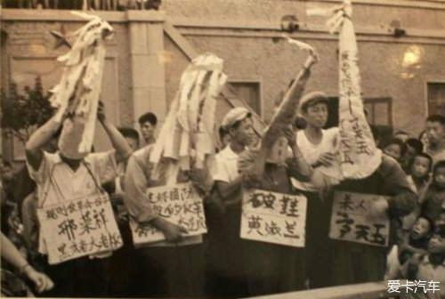 自幼居香港,1957年回大陆