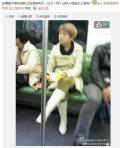 地铁上吃泡椒凤爪吐在车厢里的女人被人肉出来了,三年前就被曝光