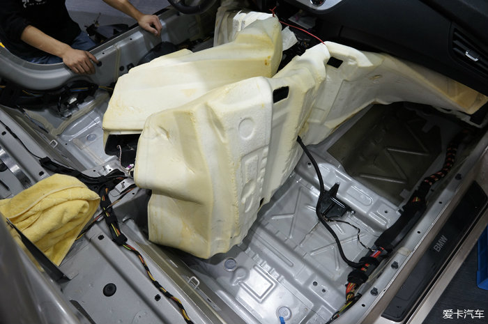 重庆宝马Z4汽车音响改装和全车隔音作业高清图片
