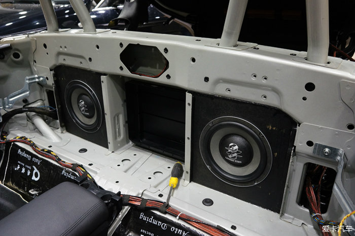 重庆宝马Z4汽车音响改装和全车隔音作业